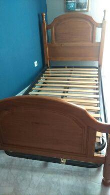 Cama de madera provenzal