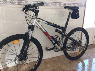 Bicicleta montaña doble suspen