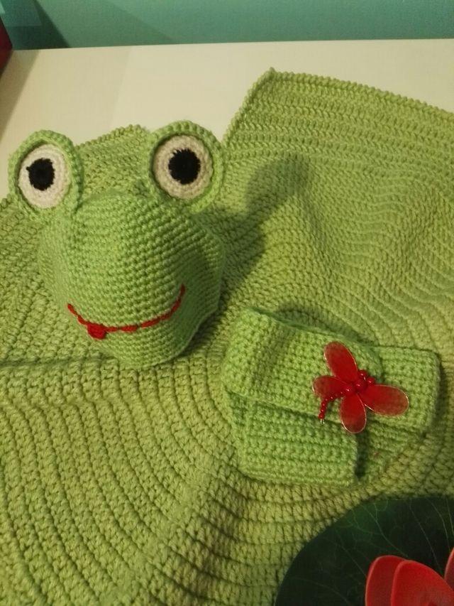 Conjunto atrezoo rana crochet