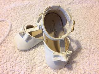 Zapato bebe talla 18 blanco charol