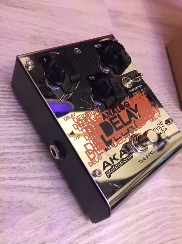 Delay analogico AKAI Custom shop para guitarra