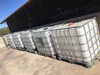 Vendo bidones de 1000 litros de abono