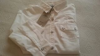 Camisa vaquera blanca. PRIMARK