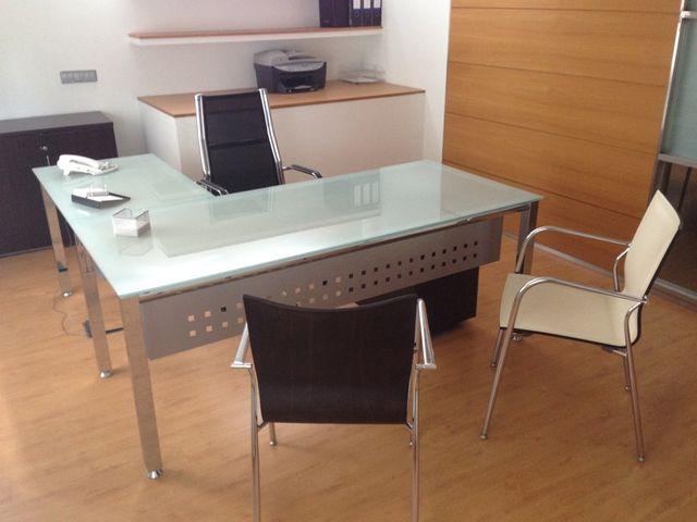 Mesa de despacho de cristal y acero con ala lateral de segunda mano por 550 en getafe en wallapop - Mesa cristal despacho ...