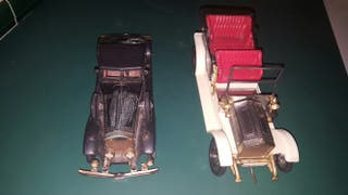 Radio con forma coche