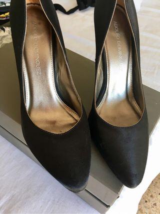 Zapatos forrados de Adolfo Dominguez