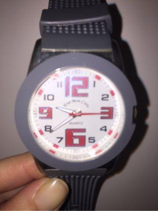 Reloj Quartz gris y rojo
