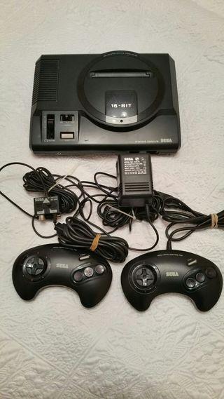 Megadrive 16 bits + 2 mandos + 8 juegos...