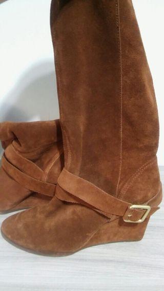 Bota alta de ante marrón