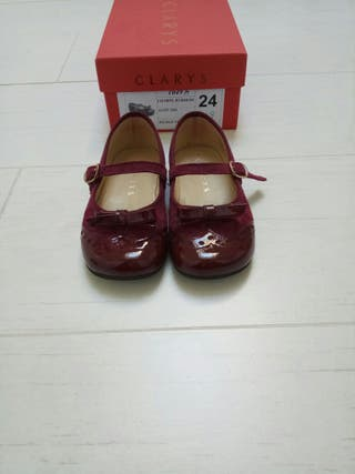 Zapatos Clarys color burdeos