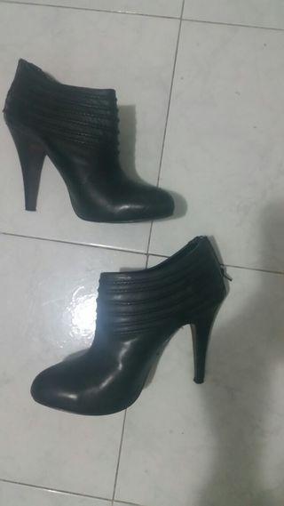 Preciosos botines d piel negros Zara T40