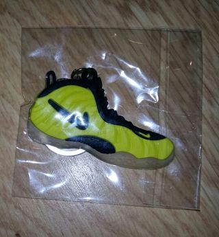 Llavero silicona Nike Jordan amarillo