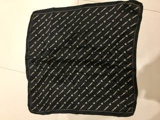 Pañuelo de seda negro y blanco marca Caramelo