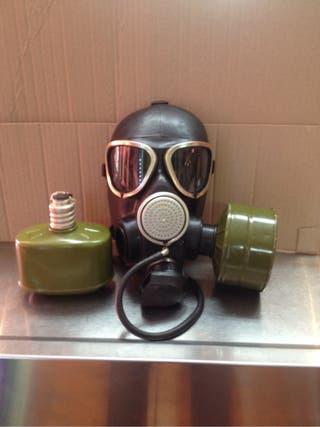 Máscara antigás alemana