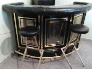 Mueble bar + 2 banquetas a juego