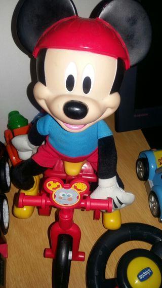 Mickey en bicicleta