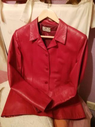 Chaqueta roja entallada