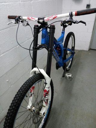 Bici DH Mondrake Kaiser