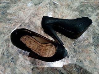 Zapato de tacon negro,n°36 usado un par de veces