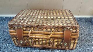 Maleta picnic de mimbre vintage
