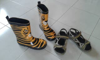 Botas agua y sandalias T.31