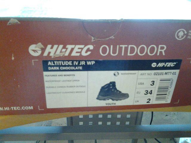 Botas de montaña Hi-Tech.