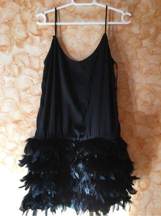 Vestido Negro con Plumas
