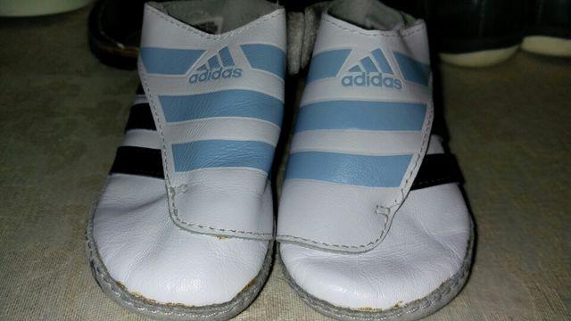32cf6bf7b1d56 Adidas recién nacido T17 de segunda mano por 5 € en Madrid en WALLAPOP