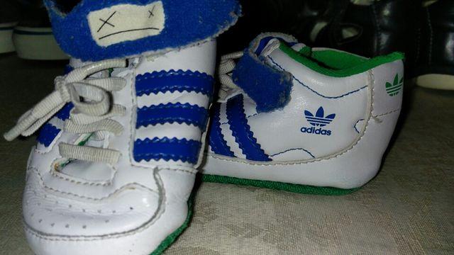 fa8841c4152f3 Zapatillas Adidas recién nacido de segunda mano por 5 € en Madrid en ...