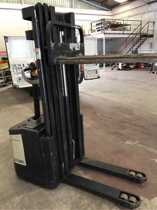 Apilador eléctrico Crown 1600 kg