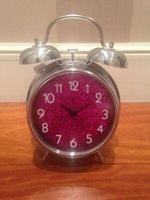 Reloj despertador nuevo.
