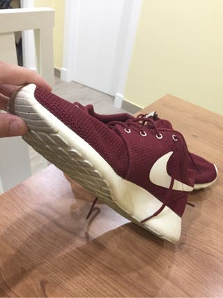 Zapatillas nike roshe granate