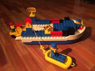 Barco de Lego con 3 muñecos