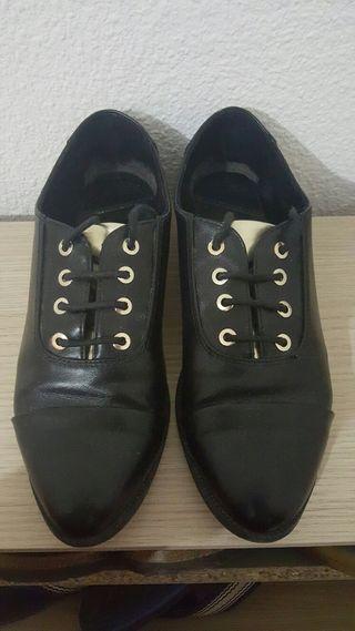 Zapato Oxford stradivarius