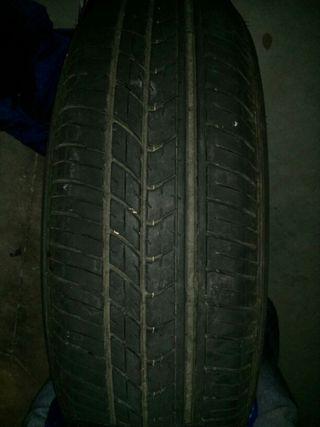 Dos neumáticos 165/70R14