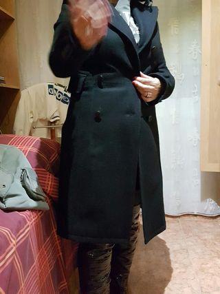 Abrigo de paño negro