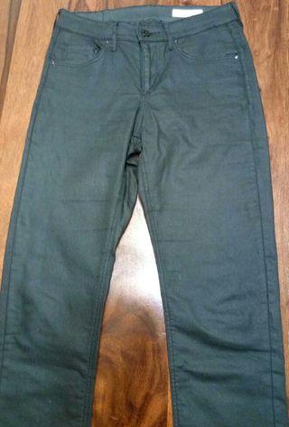 Pantalon negro encerado pitillo
