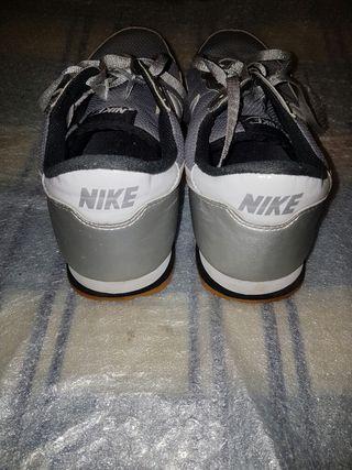 Zapatillas Nike Metro Plus