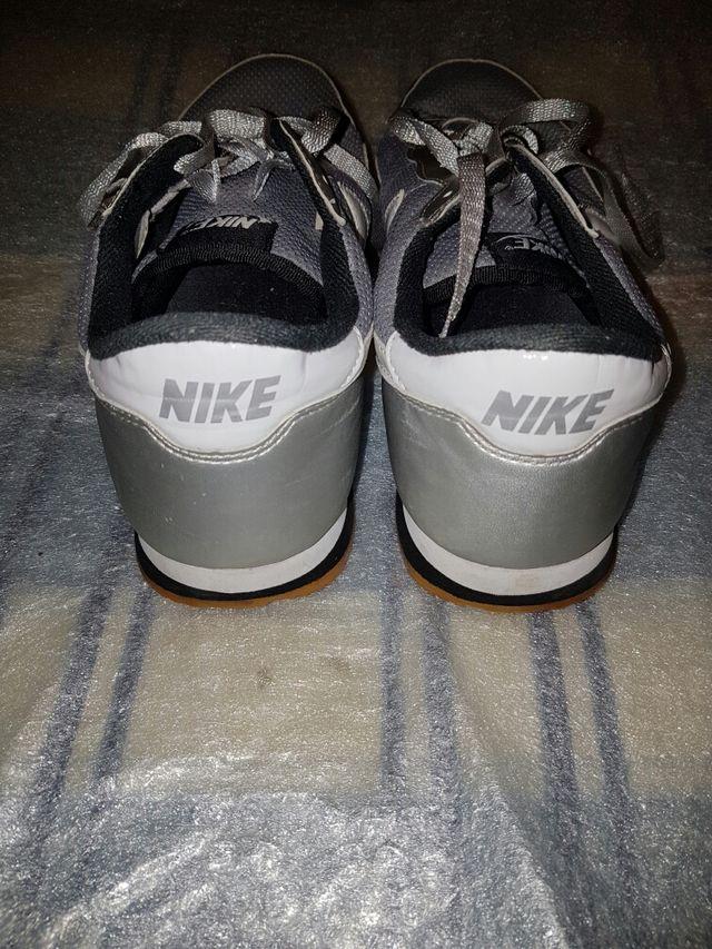 los angeles 88cab 1b64a Zapatillas Nike Metro Plus ...