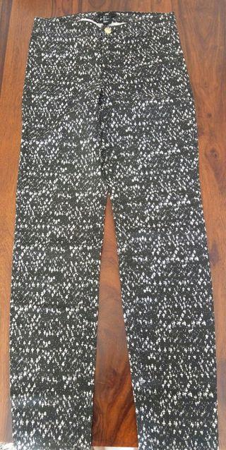 Pantalon pitillo estampado