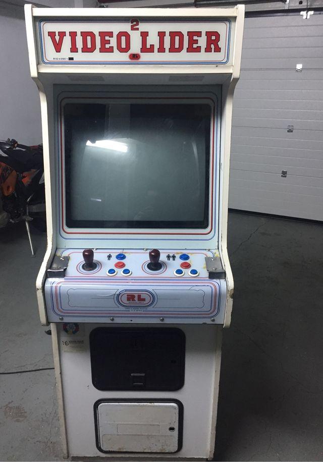 Maquina recreativa antigua