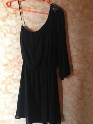 Vestido negro abalorios ombro