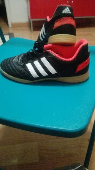Zapatillas adidas. 38