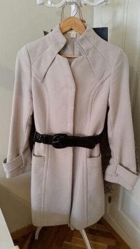 Abrigo blanco de Sfera. Impecable!