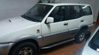 Nissan Terrano 2 5p 2.7 auto. 4x4