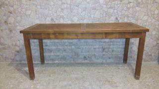 Mesa preciosa de madera antigua.