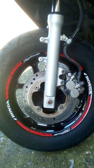 Vinilo tiras llanta moto Honda dylan 125