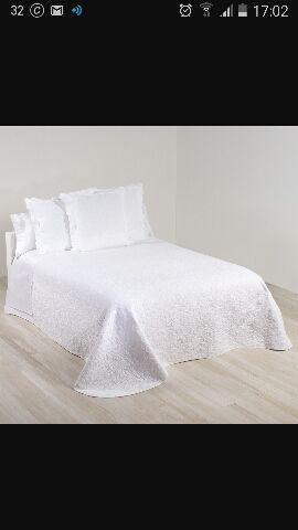 colcha blanca grabada cama 150 de segunda mano por 60 en