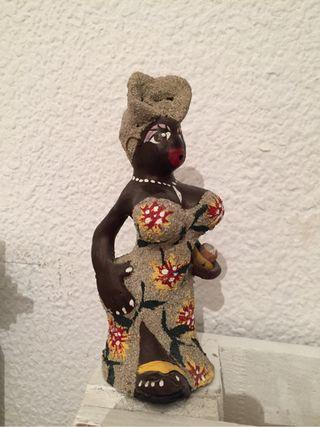 Muñeca cubana en barro