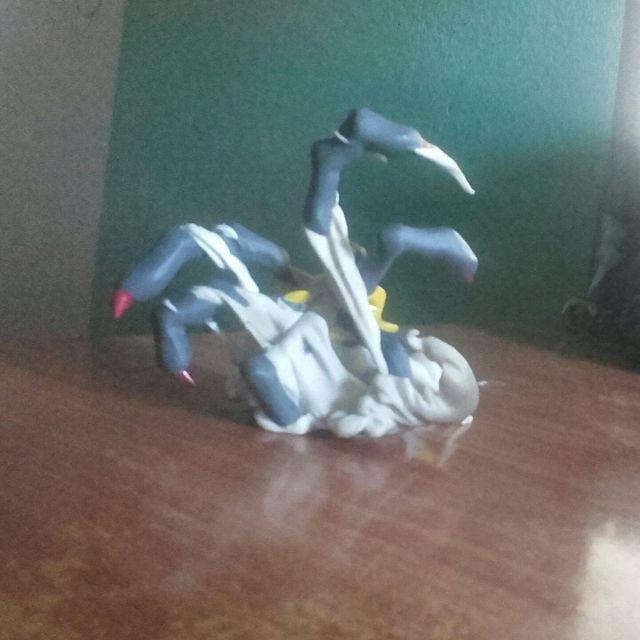 Figura edición limitada Giratina Pokémon Platino.